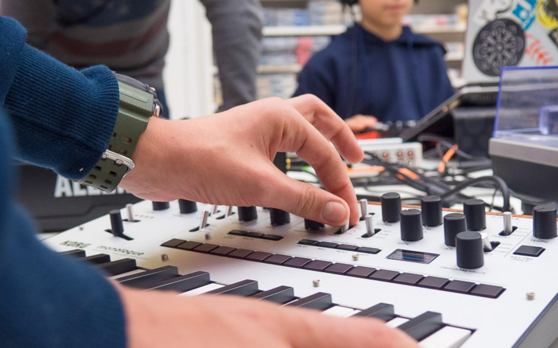 Electronic Seikilos